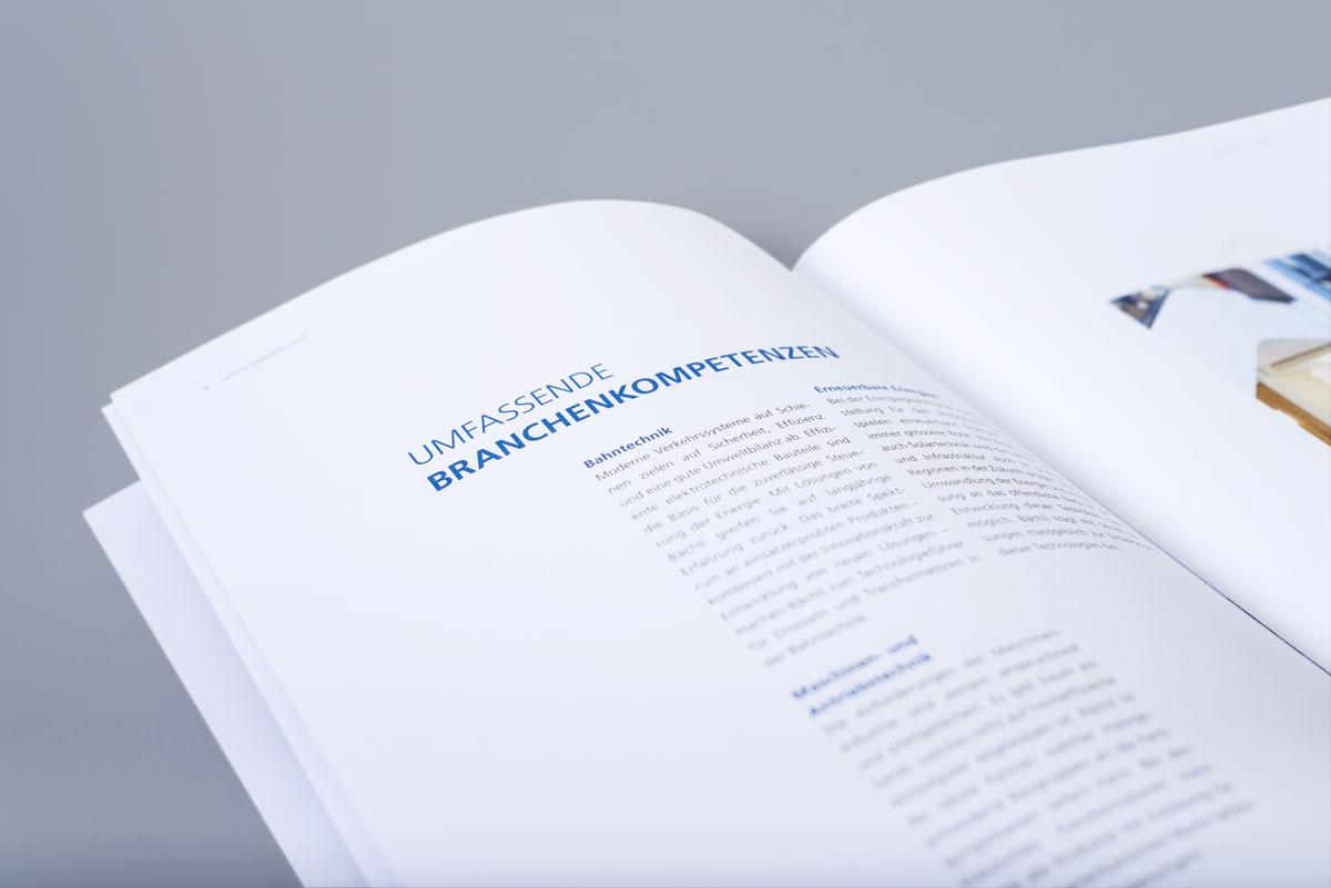 Geöffnete Imagebroschüre von Bächli zeigt umgesetztes Broschürendesign