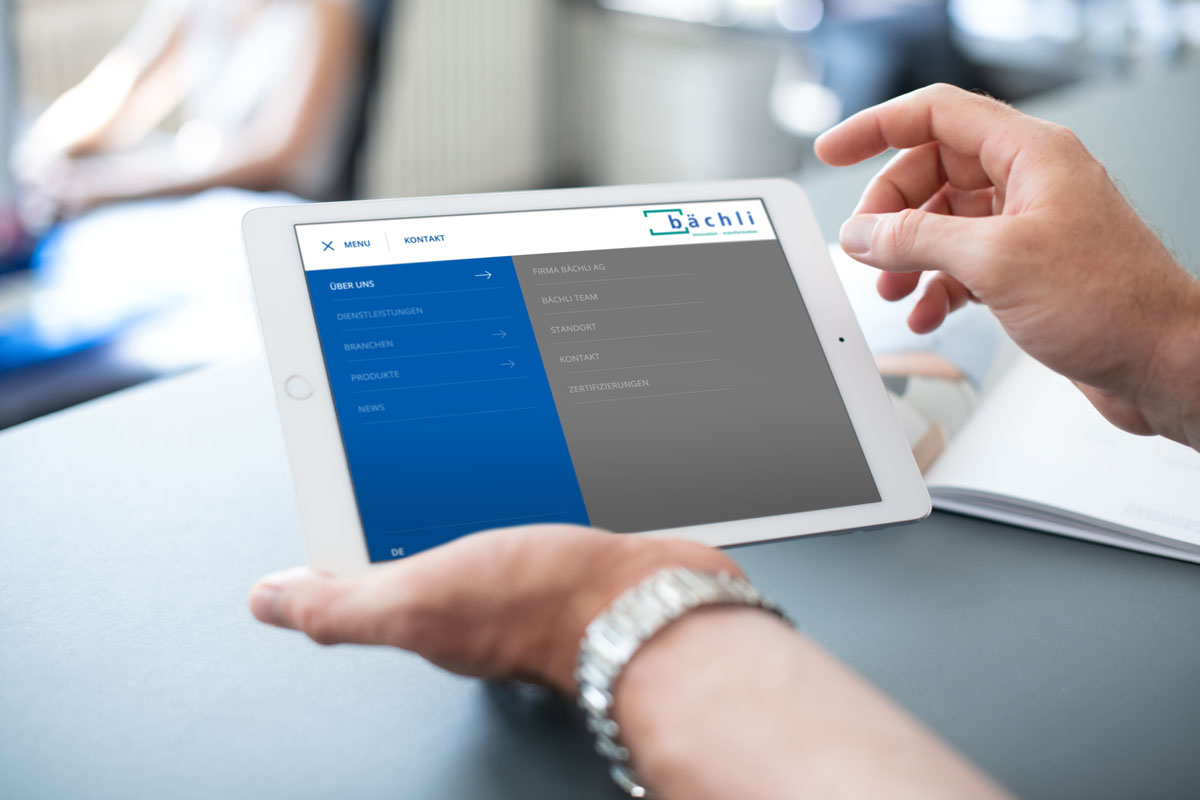 Die neue Corporate Website von Bächli auf dem iPad dargestellt