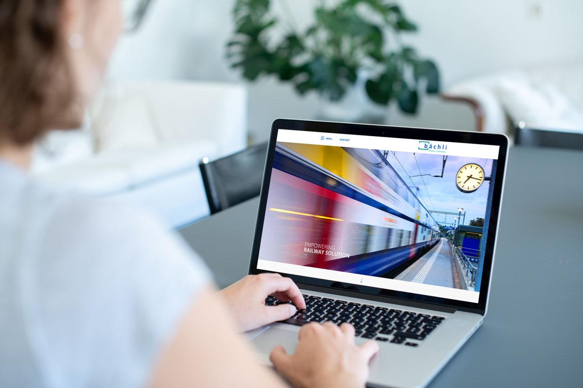 Die Homepage der neuen Corporate Website von Bächli auf dem Laptop dargestellt