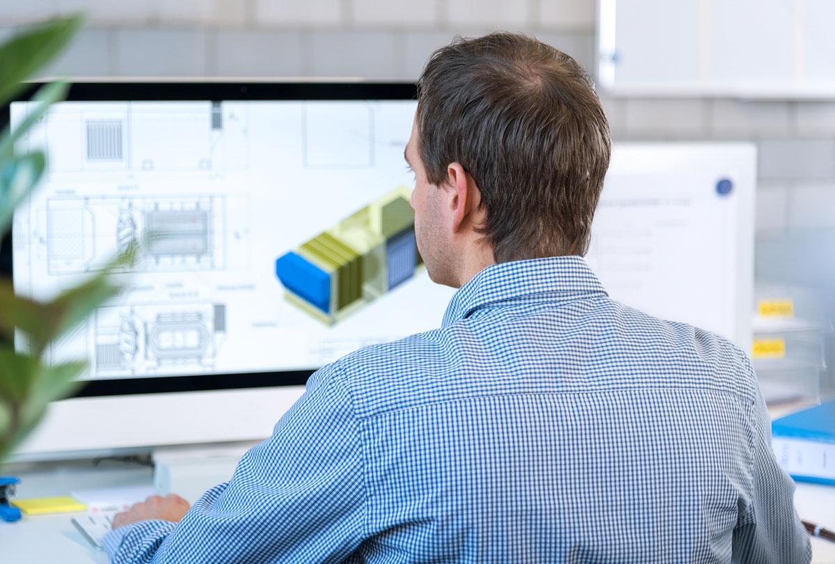 Imagebild von Bächli zeigt Mitarbeitenden bei seiner Arbeit