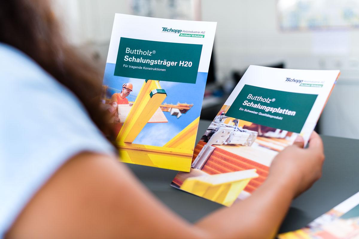 Titelseiten der Produktbroschüren im neuen Corporate Design von Tschopp Holzindustrie