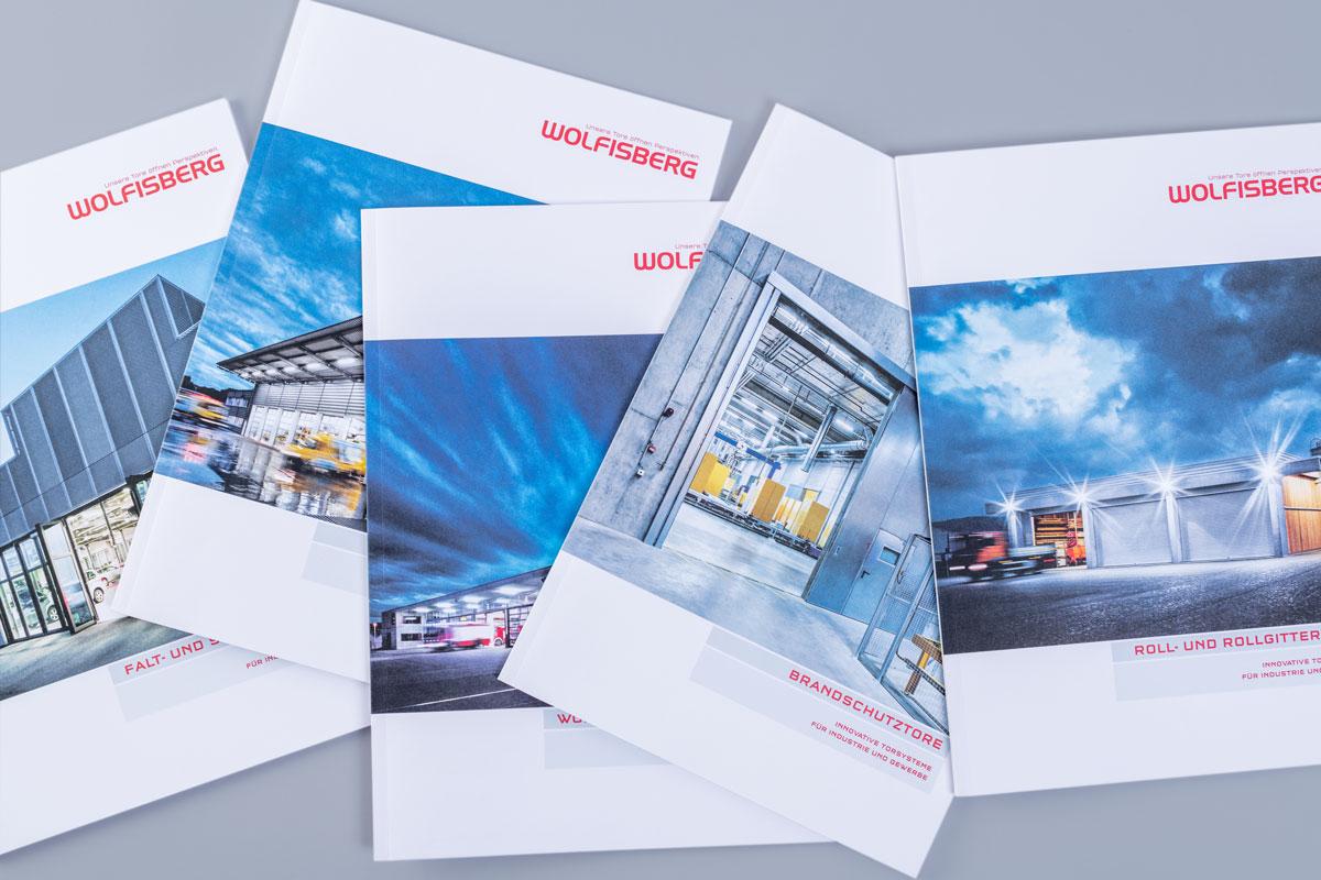 Titelseiten verschiedener Wolfisberg Broschüren im neuen Corporate Design
