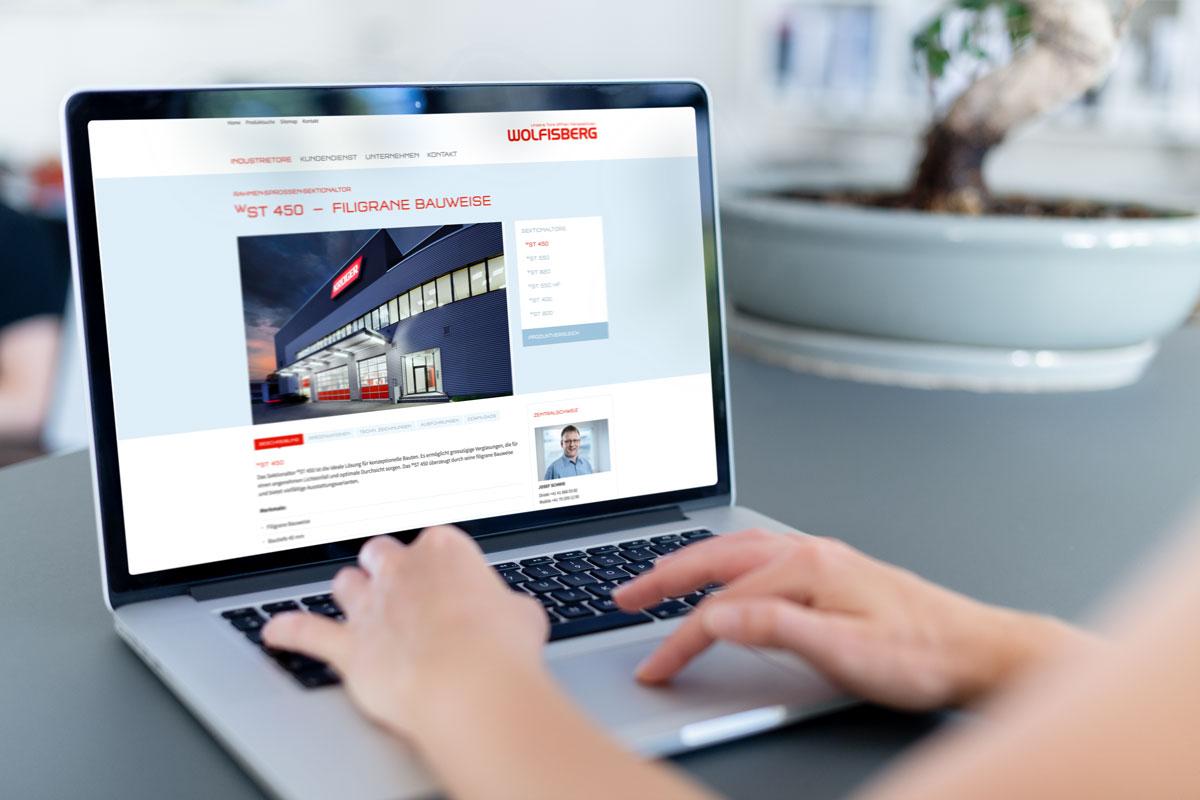 Corporate Website von Wolfisberg im neuen Corporate Design auf dem Laptop dargestellt